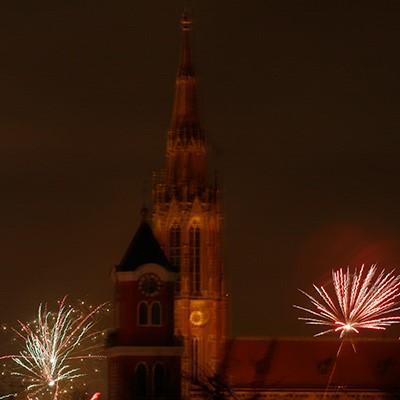 Kirche Feuerwerk verwackelt