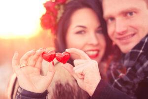 Paarfotografie/Pärchen Bilder Idee: Herzen in den Händen