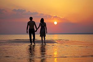 Paar im Sonnentergang