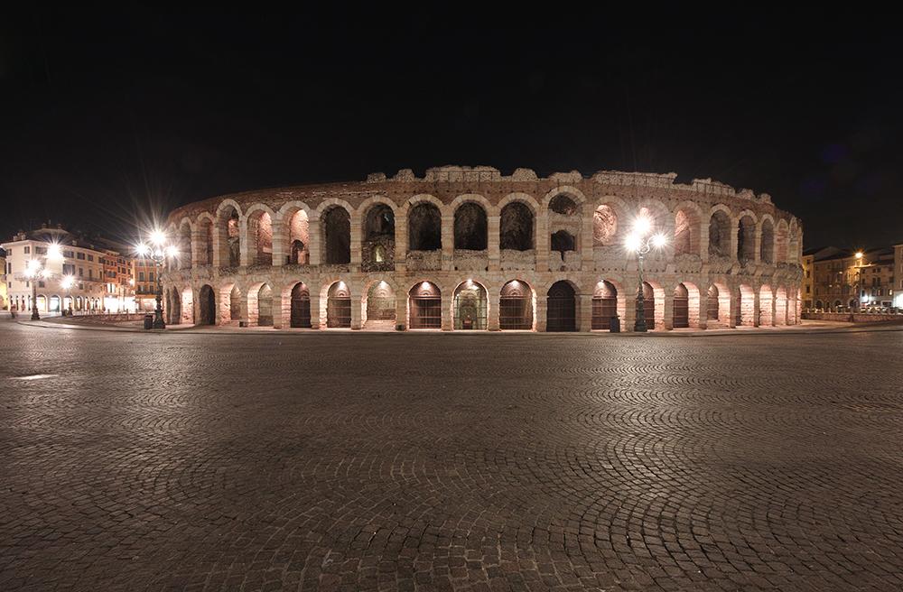Verona Arena bei Nacht