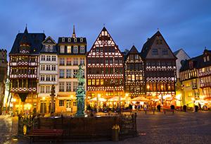 Dämmerung im historischen Zentrum Frankfurt