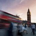Bewegung fotografieren: London mit Big Ben, einem vorbeifahrenden Bus & Menschen