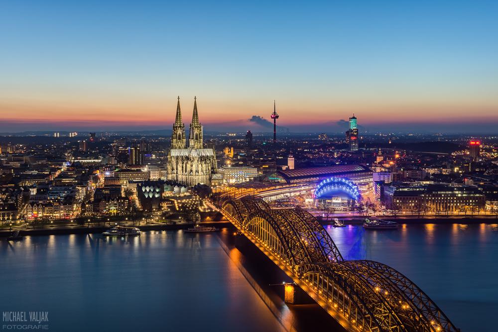 Köln zur blauen Stunde im März