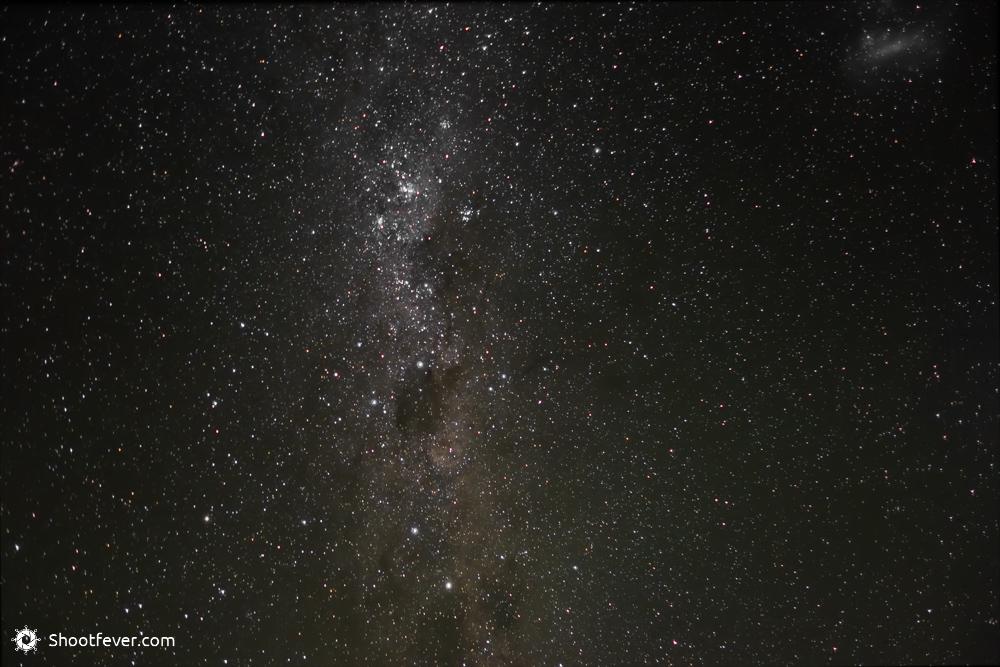 Die Milchstraße und eine Galaxie rechts oben
