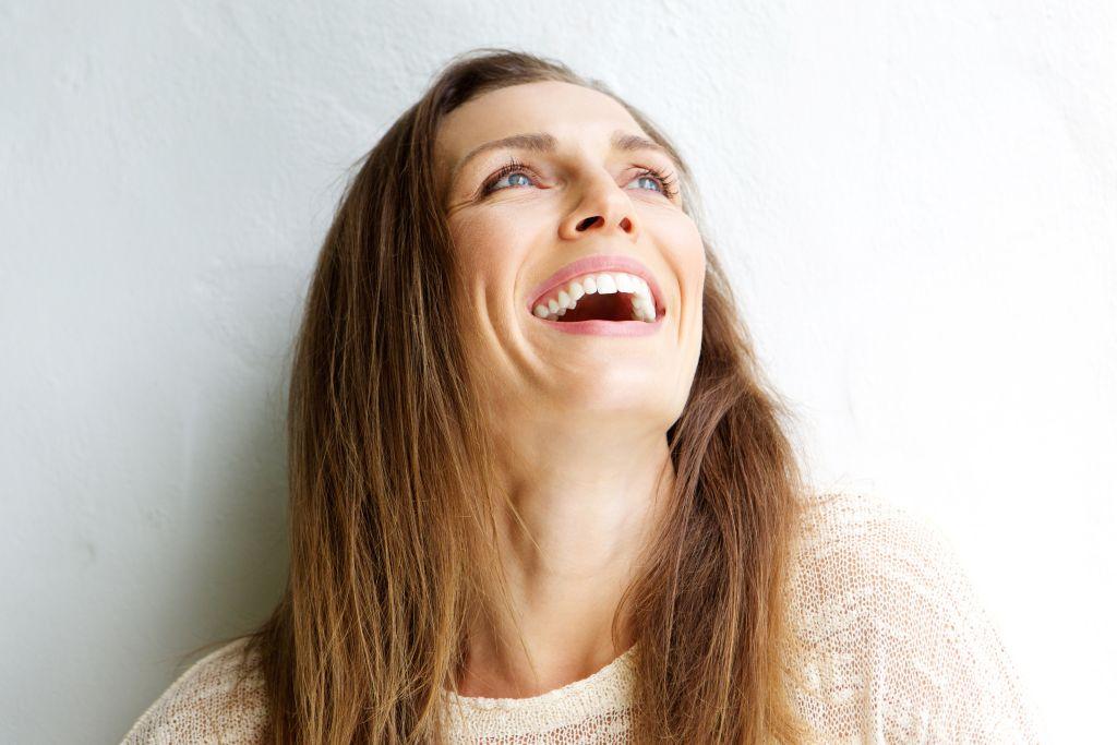 Portrait-Frau-lachend-shutterstock_381113020_kl