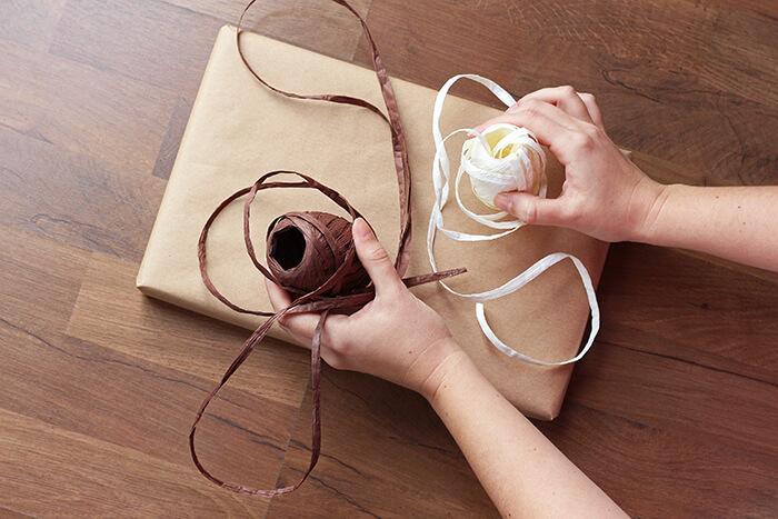 geschenke_verpacken ideen mit Bändern - Anleitung step14