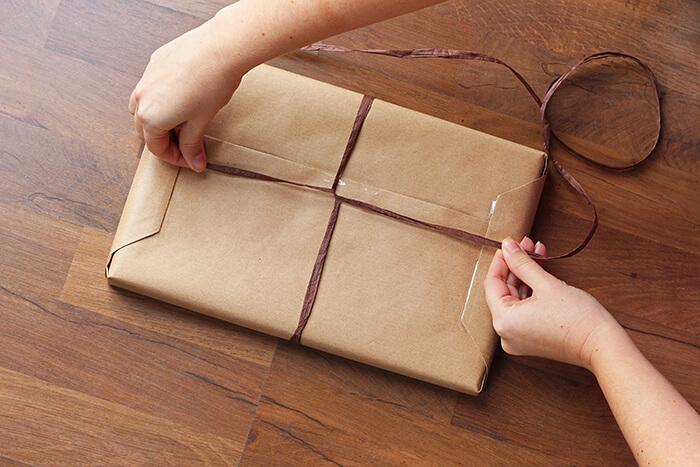 geschenke einpacken anleitung step18