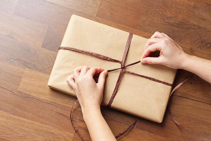 Geschenke einpacken Anleitung step 21