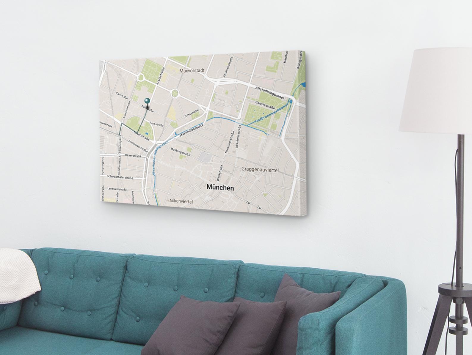 wohnzimmer-landkarte-muenchen-gruene-couch-leinwand-perspektive