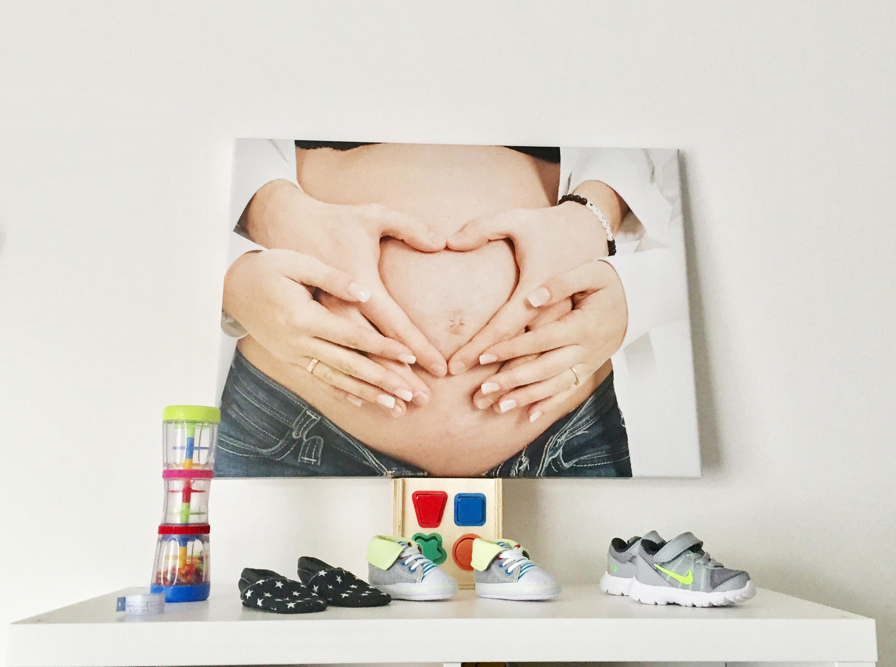 Erinnerungen an die Schwangerschaft - Foto auf Leinwand - @myposter / Jennifer A.