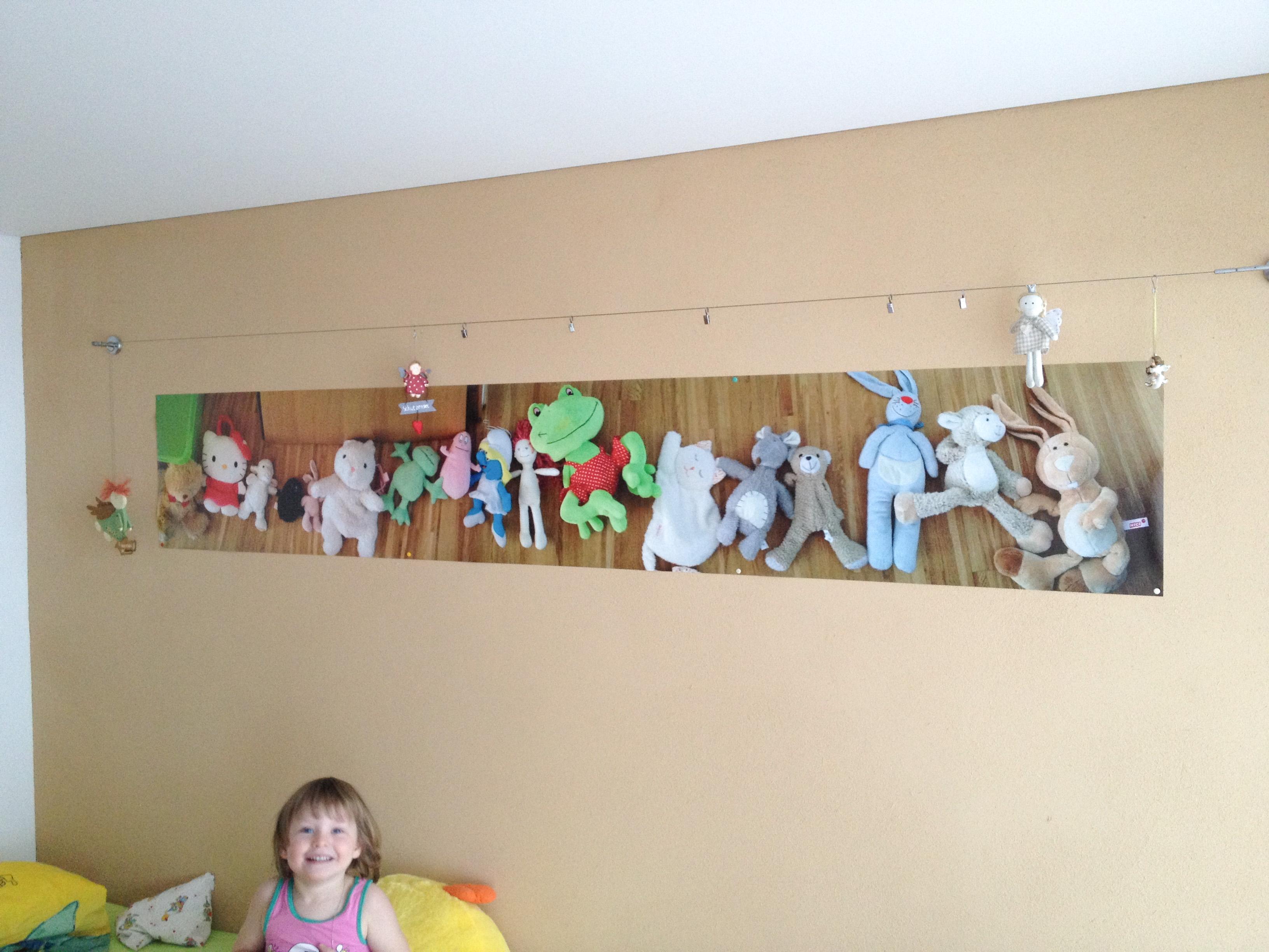 Panorama-Foto der liebsten Kuscheltiere im Kinderzimmer - @myposter / Martin B.