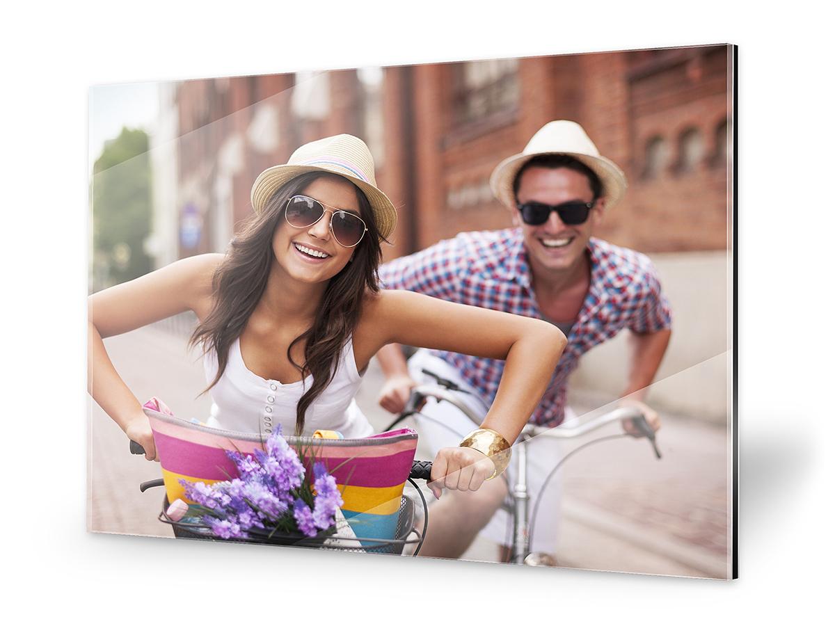 Paarfoto auf Gallery-Bond, Frau und Mann auf Rädern
