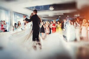 Hochzeitsbilder Ideen: Der Brautwalzer oder Hochzeitstanz im Fokus des Objektivs