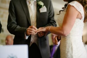 Hochzeitsreportage: Ringetausch des Brautpaars