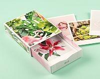 Bilderbox mit Fotoabzuegen im Polaroidstil