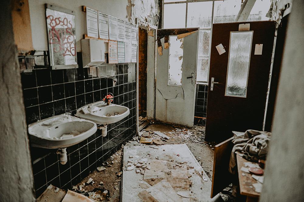 Urbexen: Toiletten in ehemaliger Fabrik
