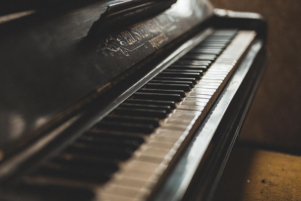 Urbexen: Klaviertastatur aus der Nähe
